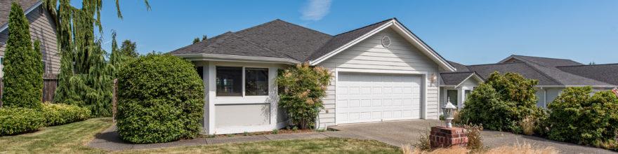 Spacious home with open floor plan in the quiet and cozy Summer Breeze neighborhood – $325,000
